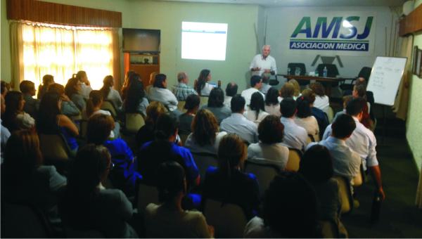 Aguilar continua realizando charlas internas sobre la planificación estratégica institucional