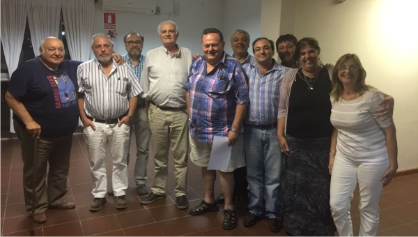 Luis Noya recibió el reconocimiento de las autoridades de la Asociación Médica